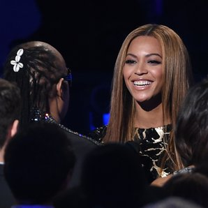Beyonce greets Stevie Wonder