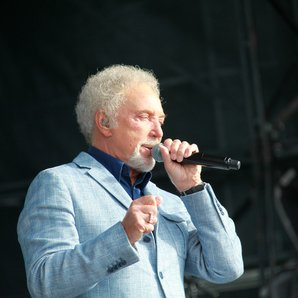 Tom Jones Aintree